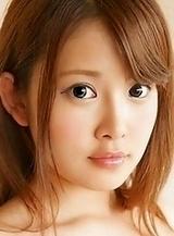 Sexy and pretty Japanese av idol Momo Yurino shows her naked body